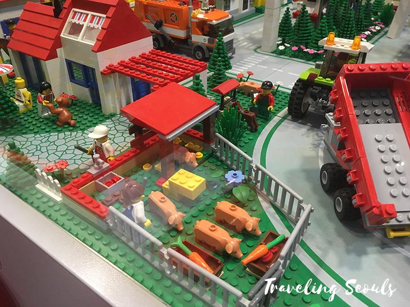 lego museum pig farm copy